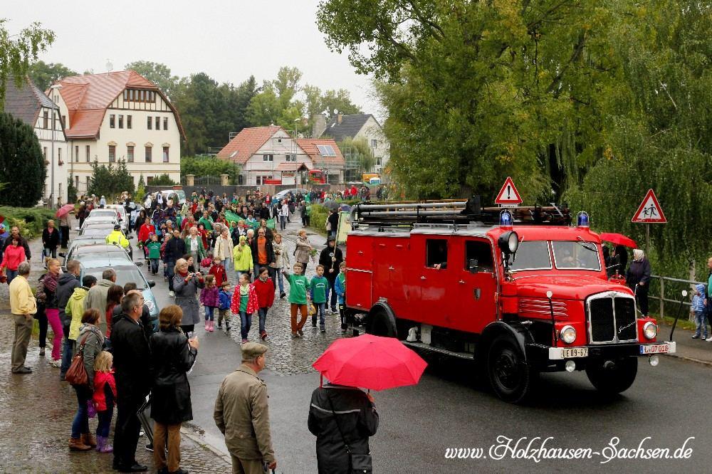 Historische Feuerwehr IFA H6 beim Festumzug in Zuckelhausen